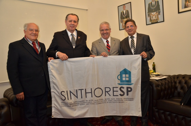 Maçonaria paulista e Sinthoresp recebem o presidenciável Eduardo Campos