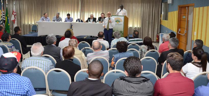 Suplicy defende distribuição de renda e paz social