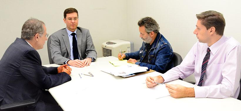 Jurídico visita juiz do Cejusc e mostra balanço do acordo com McDonald's