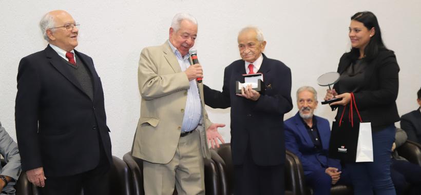 Sindicato comemora 86 anos e homenageia maitre histórico