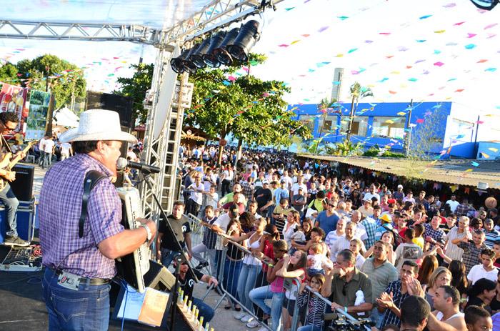 Festa Junina do Sinthoresp reúne família hoteleira