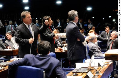 Plenário aprova aposentadoria especial para garçons