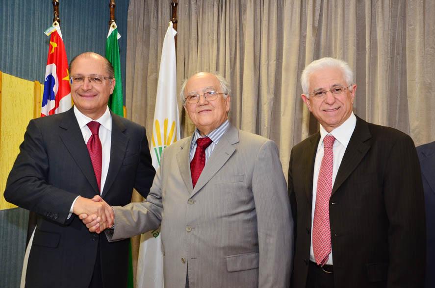 Em evento no Sinthoresp, Governo de São Paulo isenta ICMS de gorjetas