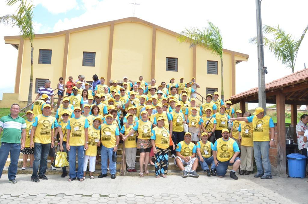 Aposentados comemoram seu dia em Aparecida e visitam Santuário de Frei Galvão, primeiro Santo brasileiro
