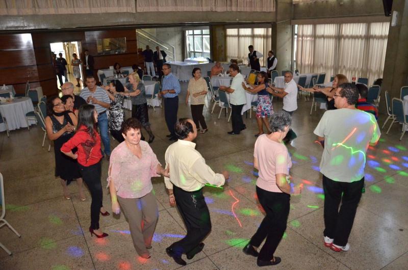 Aposentados e sócios comemoram a volta do Baile da Saudade