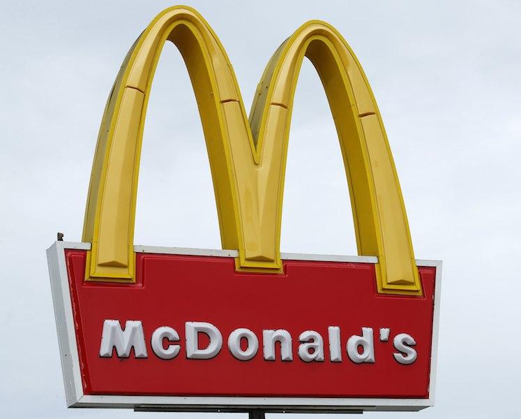 McDonald's é acusado de fraudar pagamento a benefícios de funcionários