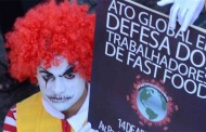 Protesto pede melhores condições a trabalhador de fast-food