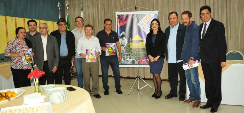 Lançamento de revista reúne sindicalistas no hotel Leques
